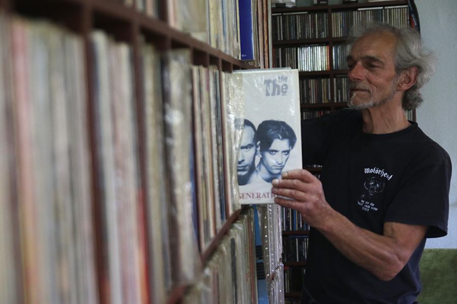 DJ Uwe Müller ist seit mehr als 40 Jahren im Geschäft. Allein seine Langspielplattensammlung umfasst rund 6000 Alben.